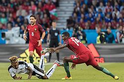 18.06.2016, Parc de Princes, Paris, FRA, UEFA Euro, Frankreich, Portugal vs Oesterreich, Gruppe F, im Bild David Alaba (AUT), Joao Moutinho (POR), William Carvalho (POR) // David Alaba (AUT) Joao Moutinho (POR) William Carvalho (POR) during Group F match between Portugal and Austria of the UEFA EURO 2016 France at the Parc de Princes in Paris, France on 2016/06/18. EXPA Pictures © 2016, PhotoCredit: EXPA/ JFK