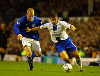 Photo: Scott Heavey.<br />Everton v Chelsea. FA Barclaycard Premiership. 01/11/2003.<br />Joe Cole slips past