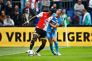 13-09-2015 VOETBAL:FEYENOORD-WILLEM II:ROTTERDAM<br /> Frank van der Struijk van Willem II in duel met Eljero Elia van Feyenoord <br /> <br /> Foto: Geert van Erven