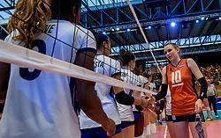 06-04-2017 NED:  CEV U18 Europees Kampioenschap vrouwen dag 5, Arnhem<br /> Nederland verliest met 3-1 van Italie en speelt voor de plaatsen 5-8 / Sarah van Aalen #10