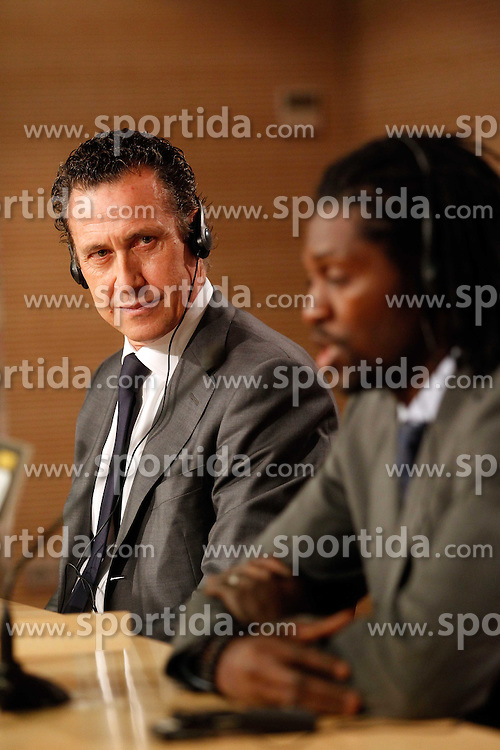 27.01.2011, Santiago Bernabeu Stadium, ESP, Real Madrid, Emmanuel Adebayor Vorstellung, im Bild Emmanuel Adebayor and Jorge Valdano // presentation as new Real Madrid player at Santiago Bernabeu Stadium, EXPA Pictures © 2011, PhotoCredit: EXPA/ Alterphotos/ ALFAQUI/ Alex Cid-Fuentes
