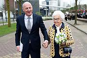 Koningin Maxima tijdens de viering van driehonderd jaar brouwerij Bavaria. Het bedrijf wordt geleid door de zevende generatie van de familie Swinkels.<br /> <br /> Op de foto:   tante Corry Swinckels en CFO Bavaria Frank Swinkels