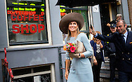 AMSTERDAM - Koningin M&aacute;xima loopt langs een coffeeshop op de wallen woont dinsdagmiddag 22 september in Amsterdam de opening bij van het vernieuwde Museum Ons&rsquo; Lieve Heer op Solder. Het museum heeft een nieuw entreegebouw en de restauratie en herinrichting van het 17e-eeuwse huis met de verborgen zolderkerk is afgerond. COPYRIGHT ROBIN UTRECHT <br /> AMSTERDAM Queen M&aacute;xima at the redllight district  passes a coffeeshop attends Tuesday September 22 in Amsterdam at the opening of the renovated Ons' Lieve Heer op Solder. The museum has a new entrance building and the restoration and refurbishment of the 17th-century house has been completed with the secret attic church. COPYRIGHT ROBIN UTRECHT<br /> <br /> AMSTERDAM - Koningin M&aacute;xima loopt langs een coffeeshop op de wallen woont dinsdagmiddag 22 september in Amsterdam de opening bij van het vernieuwde Museum Ons&rsquo; Lieve Heer op Solder. Het museum heeft een nieuw entreegebouw en de restauratie en herinrichting van het 17e-eeuwse huis met de verborgen zolderkerk is afgerond. COPYRIGHT ROBIN UTRECHT