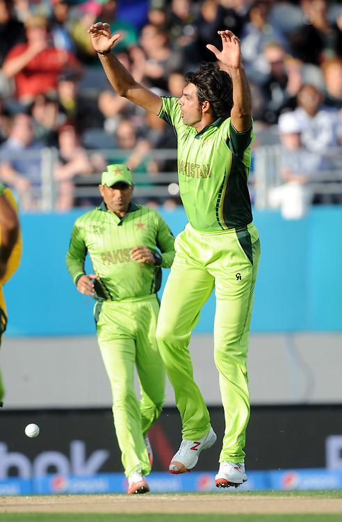 Pakistan's Mohammad Irfan successfully appeals the wicket of South Africa's Quinton de Kock for 0 in the ICC Cricket World Cup at Eden Park, Auckland, New Zealand, Saturday, March 07, 2015. Credit:SNPA / Ross Setford