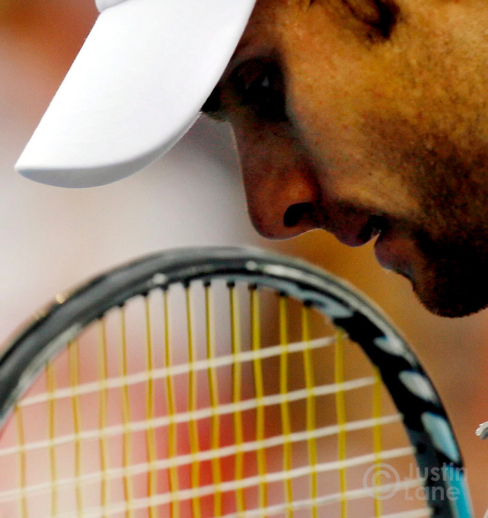 epa00814818 Andy Roddick of the United States walks back to the baseline before serving to Roger Federer of Switzerland during the men's finals of the 2006 US Open tennis tournament in Flushing Meadows, New York on Sunday 10 September 2006.  EPA/JUSTIN LANE