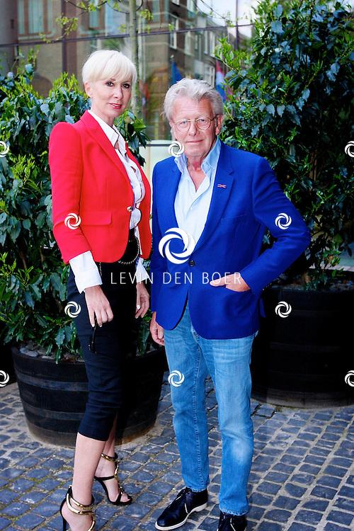 AMSTERDAM - In het Conservatorium Hotel vierde Leco Zadelhoff zijn 45ste verjaardag. Met op de foto  Jan en Monique des Bouvrie. FOTO LEVIN DEN BOER  - PERSFOTO.NU