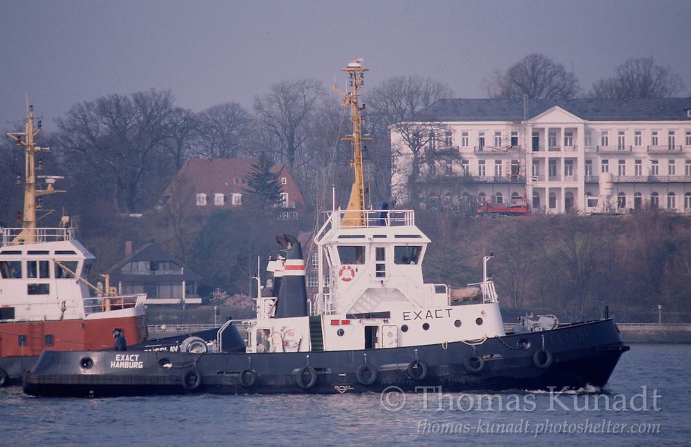 Schlepper EXACT auf der Elbe vor Hamburg-Flotttbek am 31.03.1999.