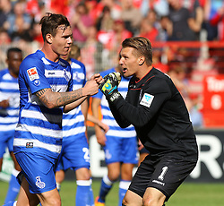 26.09.2015, Alte Foersterei, Berlin, GER, 2. FBL, 1. FC Union Berlin vs MSV Duisburg, 9. Runde, im Bild TW Michael Ratajczak (#1, MSV Duisburg) feuert Kevin Scheidhauer (#33, MSV Duisburg) an, 1. FC Union Berlin vs. MSV Duisburg, Fussball, 2. Bundesliga, 26.09.2015, Foto: Hundt/Eibner // SPO during the 2nd German Bundesliga 9th round match between 1. FC Union Berlin and MSV Duisburg at the Alte Foersterei in Berlin, Germany on 2015/09/26. EXPA Pictures © 2015, PhotoCredit: EXPA/ Eibner-Pressefoto/ Hundt<br /> <br /> *****ATTENTION - OUT of GER*****