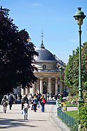 Parc Monceau, rotonde, ancien pavillon du mur des Fermiers généraux réalisé par Claude Nicolas Ledoux.