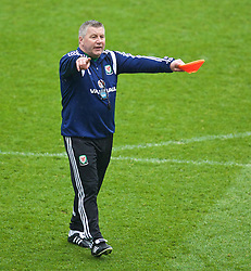 CARDIFF, WALES - Monday, March 30, 2015: Wales' Under-21 manager Geraint Williams during a training session at the Cardiff City Stadium ahead of the 2017 UEFA European Under-21 Championship Qualifying Group 5 match against Bulgaria. (Pic by David Rawcliffe/Propaganda)