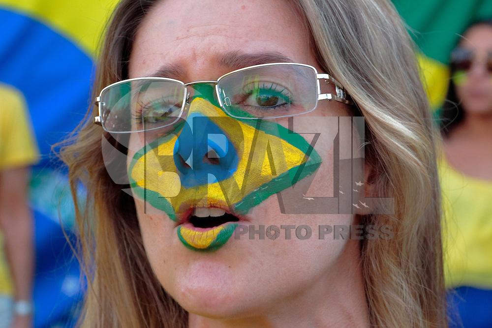 CAMPINAS, SP, 17.04.2016 - PROTESTO-SP - Manifestantes favoráveis ao impeachment da presidente Dilma Rousseff se concentram na Avenida Norte-Sul, em Campinas (SP), para acompanhar a votação na Câmara dos Deputados, em Brasília, neste domingo (17). (Foto: Daniel Pinto/Brazil Photo Press)