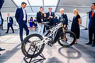 VILNIUS - Koning Willem-Alexander maakt een rondgang langs de startups in het Vilnius Tech Park tijdens zijn tweedaags bezoek aan Litouwen. ANP ROYAL IMAGES ROBIN UTRECHT *NETHERLANDS ONLY*