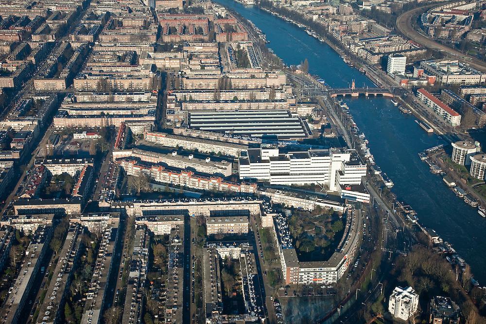 """Nederland, Amsterdam, Amsterdam-Zuid, 10-01-2009; Amstel met Berlagebrug, overzicht Rivierenbuurt; het witte gebouw aan de Amsteldijk is Rivierstaete, bedrijfsverzamelgebouw ('de Apenrots'); achter dit kantoorgebouw remise Lekstraat, herkenbaar aan de lichtkoepels op de daken; vanaf de Berlagebrug naar links de Vrijheidslaan; Amstel with Berlage Bridge, general vieuw Rivierenbuurt; the white building on the Amsteldijk is Riverstaete, business center (""""the Monkey Rock""""), behind this office building the depot Lekstraat - tram - (with dome lights on the roofs); from the Berlage Bridge to left the Vrijheidslaan. .luchtfoto (toeslag); aerial photo (additional fee required); .foto Siebe Swart / photo Siebe Swart"""
