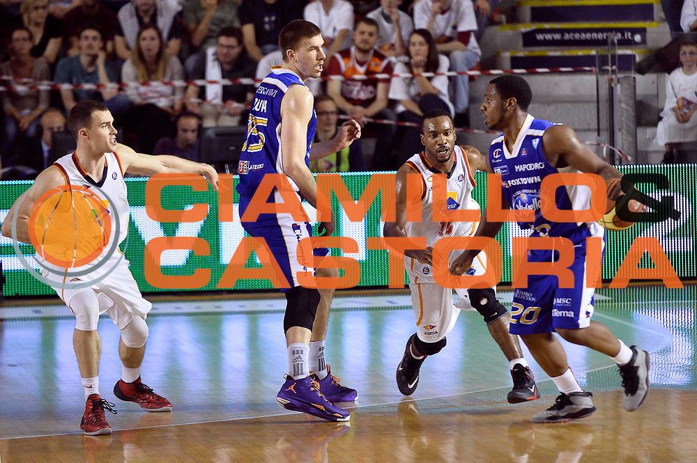 DESCRIZIONE : Roma quarti di finale gara 3 playoff 2013-2014 Acea Roma Acqua Vitasnella Cant&ugrave;<br /> GIOCATORE : Joe Ragland<br /> CATEGORIA : Palleggio Controcampo<br /> SQUADRA : Acqua Vitasnella Cantu<br /> EVENTO : quarti di finale gara 3 playoff 2013-2014<br /> GARA : Acea Roma Acqua Vitasnella Cant&ugrave;<br /> DATA : 24/05/2014<br /> SPORT : Pallacanestro <br /> AUTORE : Agenzia Ciamillo-Castoria/GiulioCiamillo<br /> Galleria : playoff 2013-2014<br /> Fotonotizia : Roma quarti di finale gara 3 playoff 2013-2014 Acea Roma Acqua Vitasnella Cant&ugrave;<br /> Predefinita :