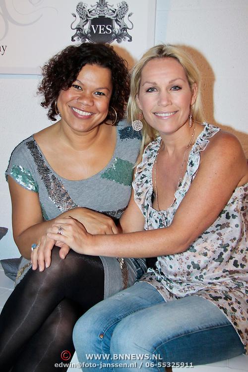 NLD/Amsterdam/20110623 - Mom's Moment 2011, Columnisten van  Kek Magazine Anousha Nzume en Tanja Jess