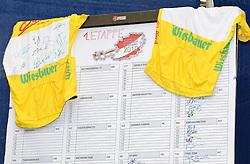 04.07.2010, AUT, 62. Österreich Rundfahrt, 1. Etappe, Dornbirn-Bludenz, im Bild ein Feature mit dem Startbogen, gelbes Trikot, EXPA Pictures © 2010, PhotoCredit: EXPA/ S. Zangrando / SPORTIDA PHOTO AGENCY