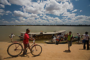 Sao Francisco_MG, Brasil...Rio Sao Francisco, o rio da integracao nacional. ..The Sao Francisco river, It is an important river for Brazil, called the river of national integration. ..Foto: JOAO MARCOS ROSA /  NITRO