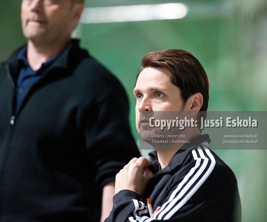 Mikko Mannila, valmentaja, NiceF. HJK - Nice Futis. Naisten Liiga. Helsinki 14.5.2011. Photo: Jussi Eskola