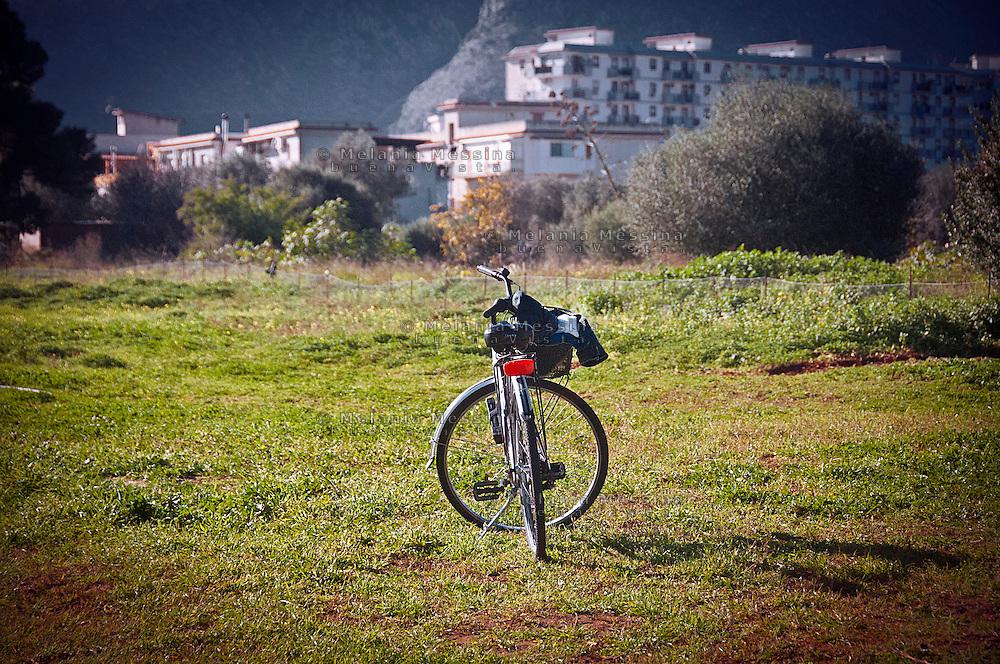 bici nell'orto urbano del quartiere Zen di Palermo.<br /> bike in the community garden in Zen district in Palermo