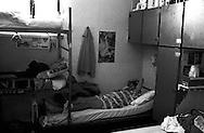 Roma Giugno 2000.Carcere di Rebibbia N.C..Detenuto, con i piedi incastrati sotto un altro letto, in una cella con molti letti, dovuto al sovraffollamento del carcere...Rome June 2000.Prison Rebibbia N.C..Prisoner his feet wedged under another bed in a cell with several beds due to prison overcrowding.