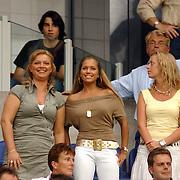 NLD/Amsterdam/20050729 - LG Amsterdam Tournament 2005, afscheid van Rafael van der Vaart van Ajax, partner Sylvie Meis op de tribune met vriendin