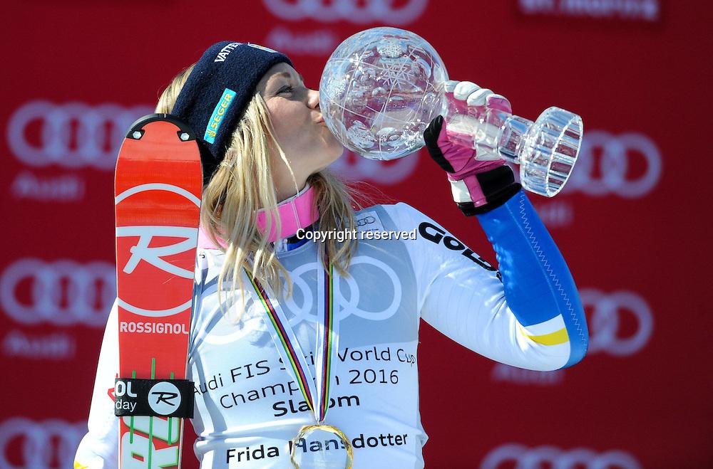 19.03.2016. Engiadina in St. Moritz, Switzerland. FIS Womens World Championships Slalom.   Frida Hansdotter (SWE)  Winner of the Slalom Ski Alpine World Cup finals at the Engiadina in St. Moritz with her trophy