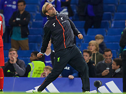 LONDON, ENGLAND - Friday, September 16, 2016: Liverpool's manager Jürgen Klopp celebrates after the 2-1 victory over Chelsea during the FA Premier League match at Stamford Bridge. (Pic by David Rawcliffe/Propaganda)