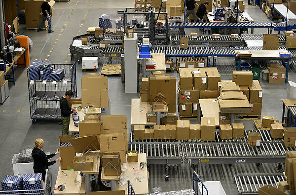 Nederland, the Netherlands, Roermond, 17-9-2015In een gigantisch magazijn beheert en distribueert UPS medicijnen en medische hulpmiddelen. Van hieruit gaan ze naar de groothandel en de verschillende ketens van apothekers.FOTO: FLIP FRANSSEN/ HH