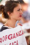 Simpatizante de Delfina Gómez en un mítin en Ixtapaluca. La joven es miembro de una organización llamada Rebeldía Organizada.
