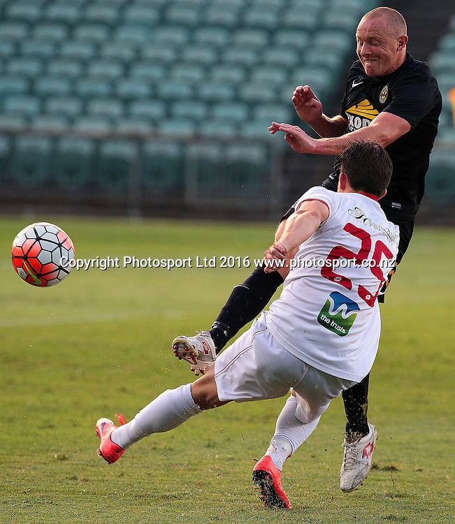 ASB Premiership Football Waitakere United v Team Wellington QBE Stadium, North Shore, Auckland Thursday 11th Feb. Wellington's Bill Robinson tangles with Ryan Elder. Wellington went on to win 4-2. Photo: David Mackay / www.photosport.nz