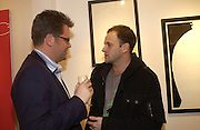 """Charlie Phillips and Johnny Lee Miller,  """"Hold""""  exhibition of woirk by Natasha Law at Eleven.  January 12 2006. London. ONE TIME USE ONLY - DO NOT ARCHIVE  © Copyright Photograph by Dafydd Jones 66 Stockwell Park Rd. London SW9 0DA Tel 020 7733 0108 www.dafjones.com"""