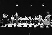 Nederland,Nijmegen, 15-9-1984<br /> Schrijver, auteur Maarten Biesheuvel doet een voordracht samen met het Nederlands Blazers Ensemble t.g.v. de opening van cultureel centrum O42.<br /> Foto: Flip Franssen/Hollandse Hoogte