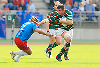 Photo: Henry Browne.<br /> Stade Francais v Leicester Tigers. Heineken Cup.<br /> 29/10/2005.<br /> Martin Corry of Tigers hands off Dimitri Szarzewski of Stade.