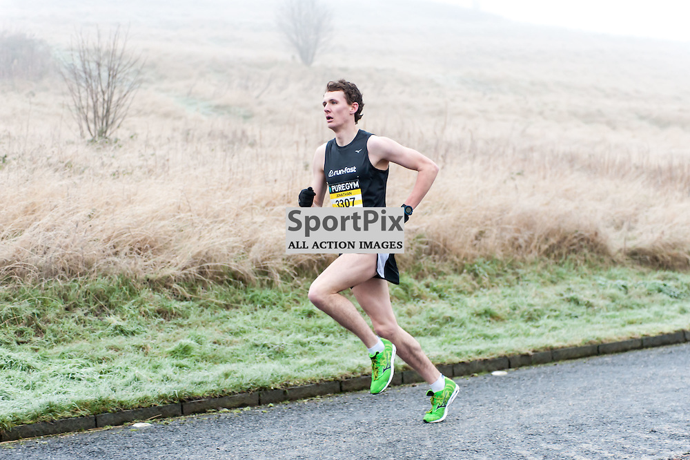 The leading runners emerge from the mist during the PureGym Great Edinburgh Winter Run. Photo: All Rights Reserved (c)  Paul Roberts   SportPix.org.uk