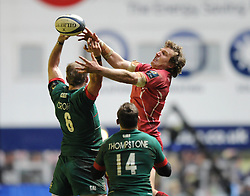 Scarlets winger, Hadleigh Parkes challenges for the ball with Leicester Tigers blindside flanker, Tom Croft - Photo mandatory by-line: Dougie Allward/JMP - Mobile: 07966 386802 - 16/01/2015 - SPORT - Rugby - Leicester - Welford Road - Leicester Tigers v Scarlets - European Rugby Champions Cup