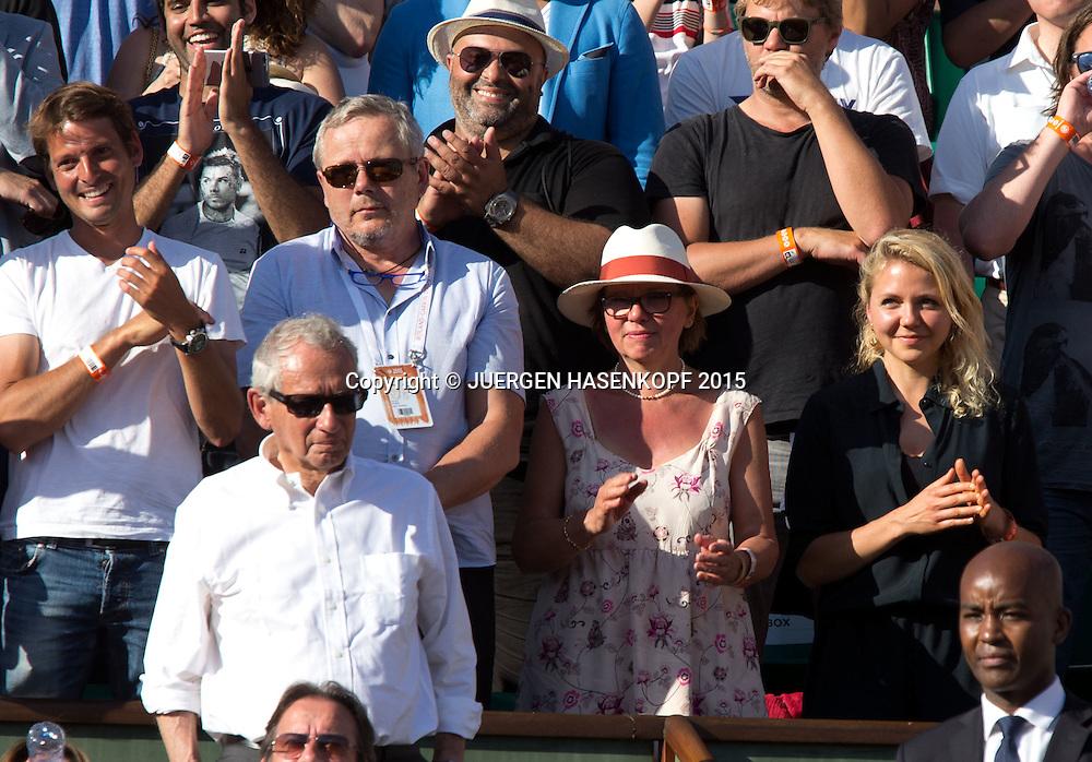 Stan Wawrinka Familie Vater Wolfram,Mutter Isabella und Schwester Naella,Siegerehrung, <br /> Herren Finale,Endspiel,<br /> Tennis - French Open 2015 - Grand Slam ITF / ATP / WTA -  Roland Garros - Paris -  - France  - 7 June 2015.