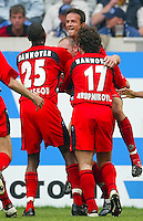 Fussball  1. Bundesliga Saison 2002/2003  32. Spieltag Schalke 04 - Hannover 96  0:2            Jubel nach dem 0:2: Mohammadou IDRISSOU, Torschuetze Jiri STAJNER, Fredi BOBIC und Nebojsa KRUPNIKOVIC (v.l, alle Hannover) bejubeln den zweiten Treffer.