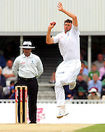 Photo © ANDREW FOSKER / SPORTZPICS 2008 -  Steve Harmison bowls after a rain delay to Neil McKenzie - England v South Africa - 09/08/08 - Fourth nPower Test Match -  Day 3 - The Brit Oval - London - UK - All rights reserved