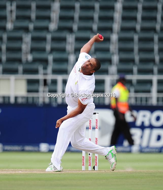 Vernon Philander of South Africa, Cricket - 2011 Sunfoil Test Series - South Africa v Australia - Day 5 - Wanderers Stadium<br /> &copy;Chris Ricco/Backpagepix