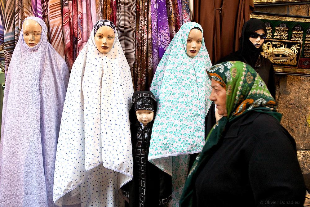 Street of Damascus, Syria. Dans une rue de Damas, Syrie.