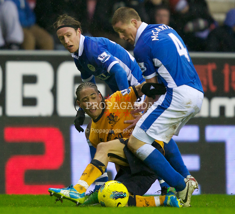 WIGAN, ENGLAND - Saturday, February 4, 2012: Everton's Steven Pienaar in action against Wigan Athletic's Ronnie Stam and James McCarthy during the Premiership match at the JJB Stadium. (Pic by Vegard Grott/Propaganda)