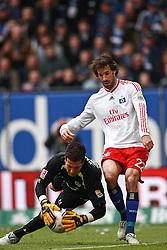 04-04-2010 VOETBAL: HSV - HANNOVER 96: HAMBURG<br /> Ruud van Nistelrooy en  Florian Fromlowitz <br /> ©2010- FRH-nph / Arend04