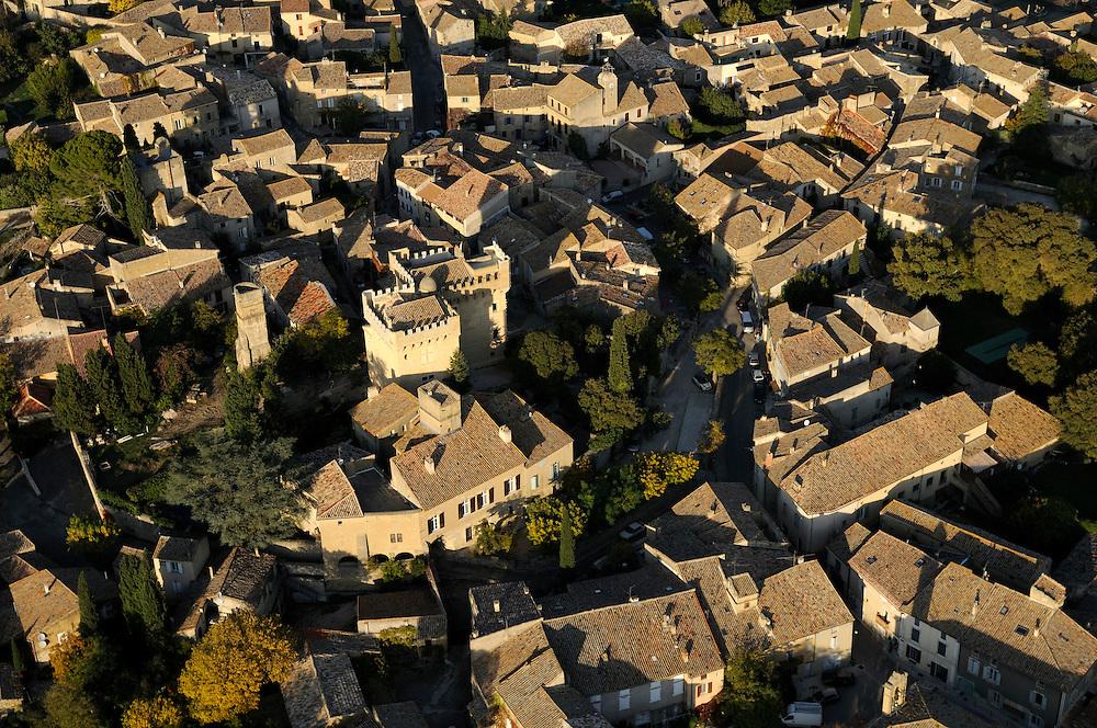 France, Languedoc Roussillon, Gard (30), Uzège, région Uzès, Montaren-et-saint-Médiers, vue aérienne