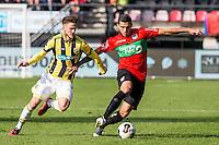 NIJMEGEN - NEC - Vitesse , Voetbal , Eredivisie , Seizoen 2016/2017 , Stadion de Goffert , 23-10-2016 , NEC Nijmegen speler Wojciech Golla (r) in duel met Vitesse speler Ricky van Wolfswinkel (l)