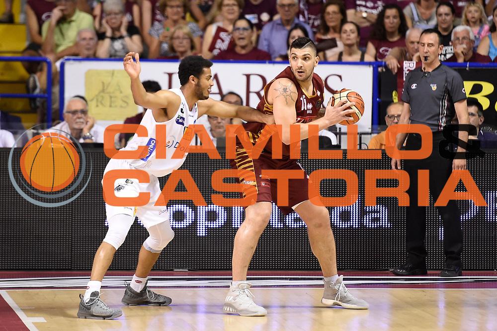 Esteban Batista<br /> Umana Reyer Venezia - Dolomiti Energia Aquila Basket Trento<br /> Lega Basket Serie A 2016/2017<br /> Playoff, finale gara 2<br /> Venezia, 12/06/2017<br /> Foto M.Ceretti / Ciamillo-Castoria