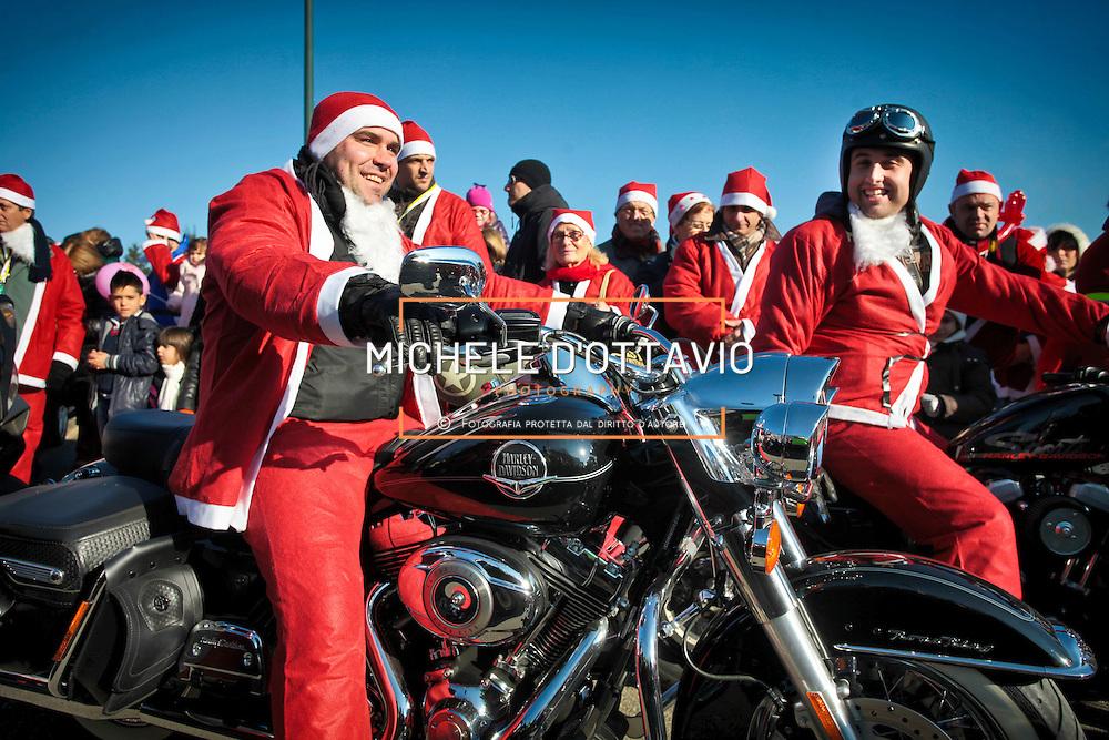 Il grande raduno dei Babbi Natale. Organizzato dalla la Fondazione Forma  per donare un sorriso, e una Tac portatile, ai bambini dell'ospedale Regina Margherita di Torino.  2/12/2012