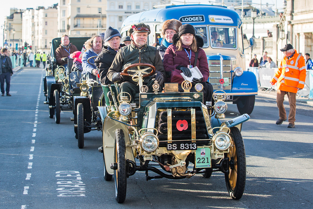 © Hugo Michiels Photography. 06/11/2017. Brighton, UK. Participants arrive on Madeira Drive after taking part in the 2017 Bonhams London to Brighton Veteran Can Run. The Car Run, organised by the Royal Automobile Club is in its 121st year with some vehicles taking part build in 1896. Photo credit: Hugo Michiels Photography