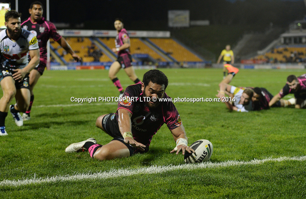 Konrad Hurrell scores a try. Vodafone Warriors v Penrith Panthers. NRL Rugby League. Mt Smart Stadium, Auckland, New Zealand. Sunday 29 June 2014. Photo: Andrew Cornaga/www.Photosport.co.nz