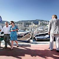 Monaco, 6 augustus 2009. .De haven van Monaco, gelegen in het stadsdeel Condamine, is gekend door de vele superjachten en cruiseschepen die er aangemeerd liggen, het een al luxueuzer dan het andere. De Grand Prix van Monaco begint en eindigt hier ieder jaar..Het staatje Monaco grenst aan Frankrijk en de Middellandse Zee. Monaco heeft een oppervlakte van nog geen 2 km en heeft ongeveer 32. 000 inwoners. Daarmee is Monaco het dichtstbevolkte land ter wereld. Monaco telt twee steden: Monte-Carlo en Monaco-ville, de oude stad..Foto:Jean-Pierre Jans..Monaco, 6th august 2009. The Port of Monaco in the Condamine District, with many very luxurious super yachts  and and cruise ships. View on the maintains and high rise buildings.