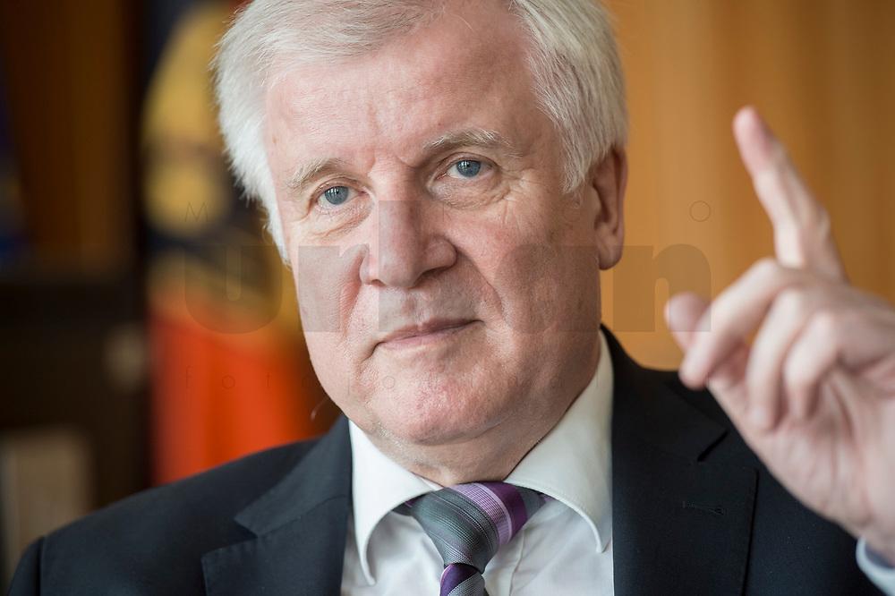 20 JUN 2018, BERLIN/GERMANY:<br /> Horst Seehofer, CSU, Bundesinnenminister, waehrend einem Interview, in seinem Buero, Bundesministerium des Inneren<br /> IMAGE: 20180620-02-022<br /> KEYWORDS: Büro